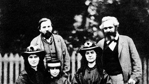 Karel Marx s Engelsem a rodinou