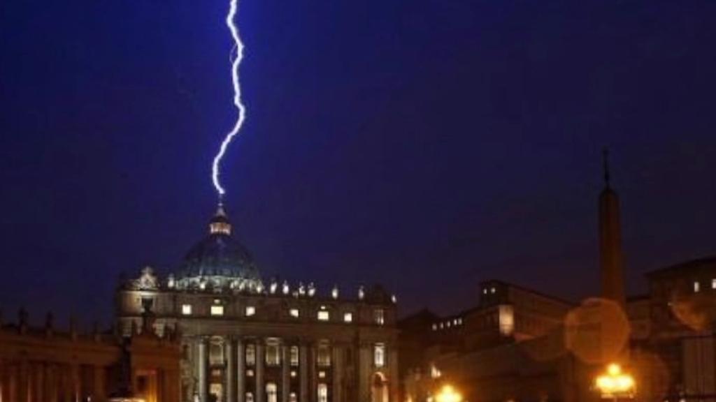 Úder blesku do baziliky svatého Petra