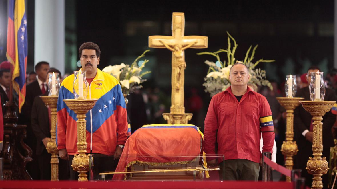 Viceprezident Nicolás Maduro u Chávezovy rakve