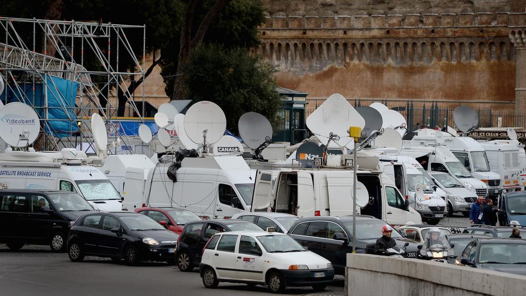 Vatikán v obležení médií