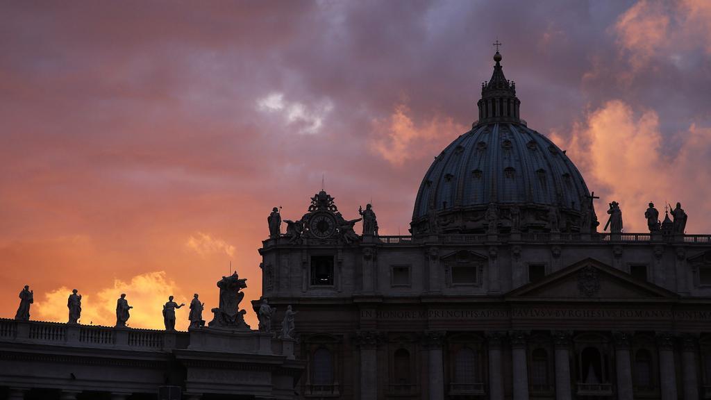 Svět čeká na nového papeže