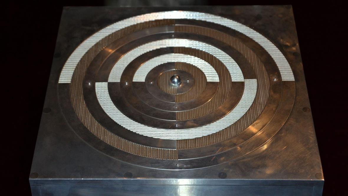 Radek Kratina / Objekt s půlkruhy, 1977 (soukromá sbírka)