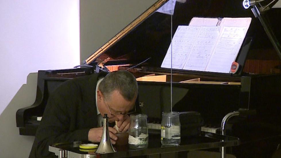 Klavírista musí zvládnout