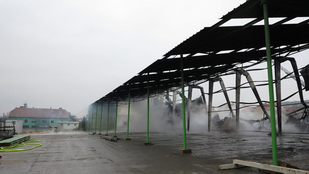 Požár haly v Přítlukách