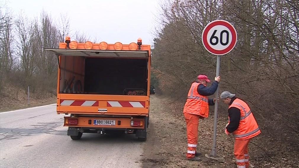 Dopravní značka vyjde na tisíc korun. Sloupek na dalších pět set