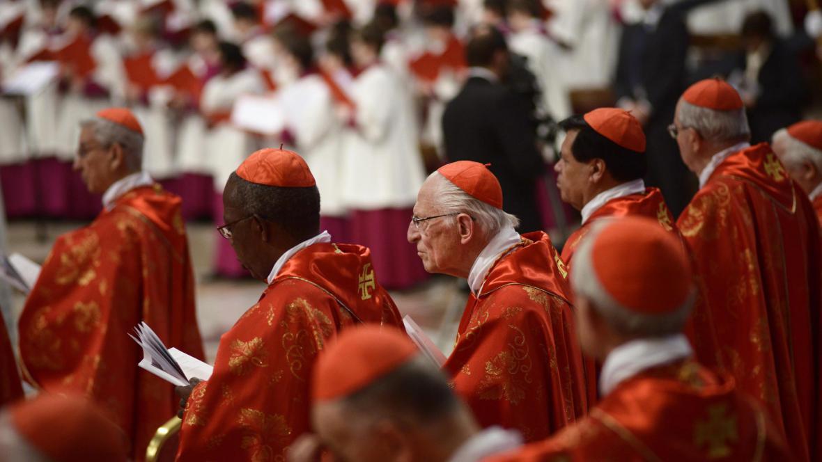 Kardinálové na mši ve Vatikánu
