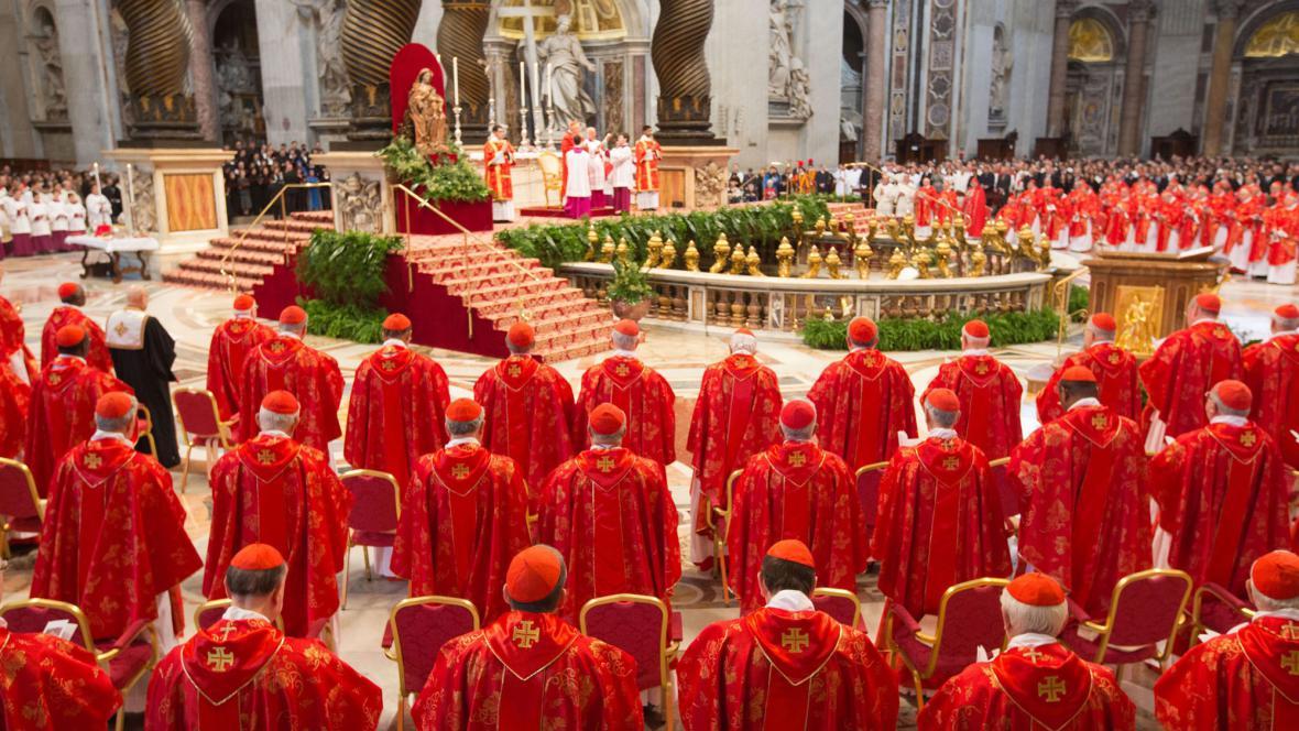 Kardinálové se sešli dopoledne na mši