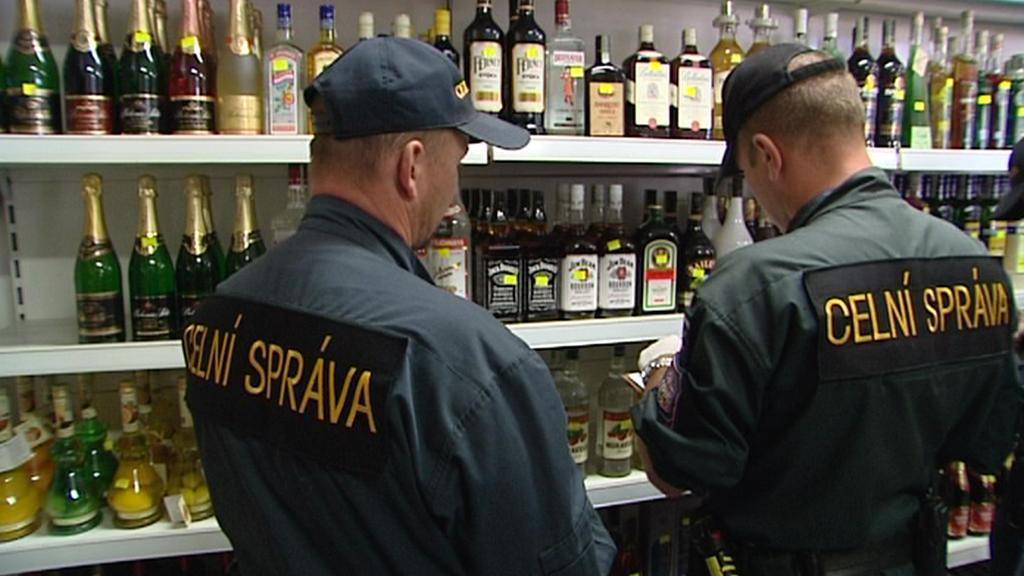 Celní správa kontroluje láhve s alkoholem