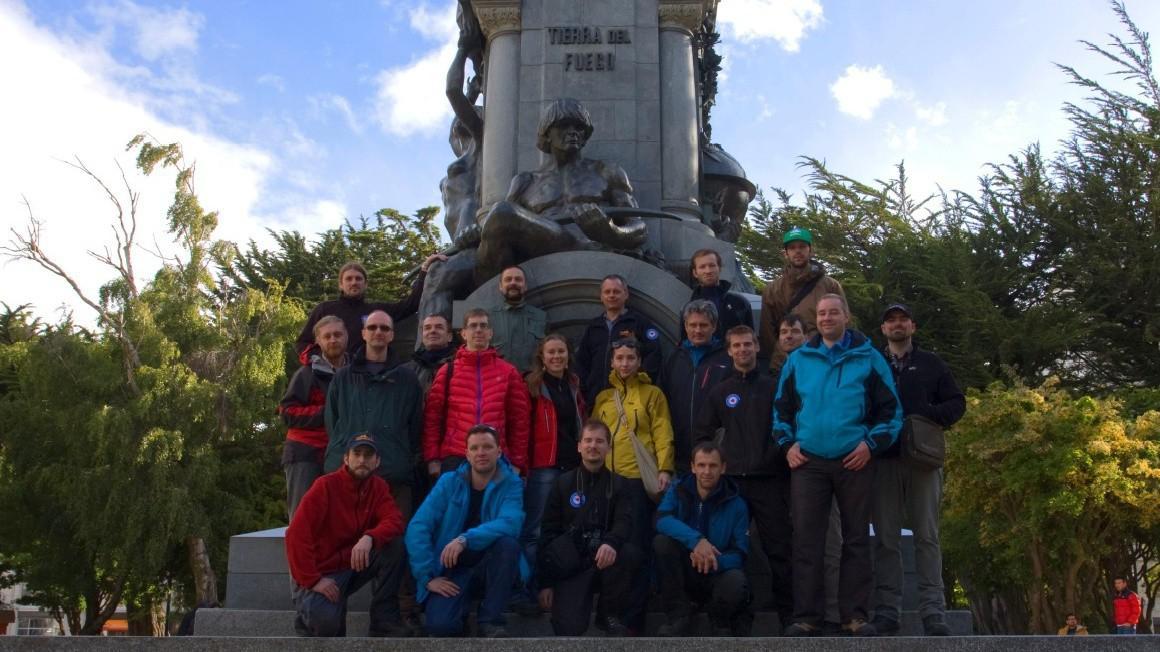 Dvacítka členů vědecké expedice v chilském Punta Arenas