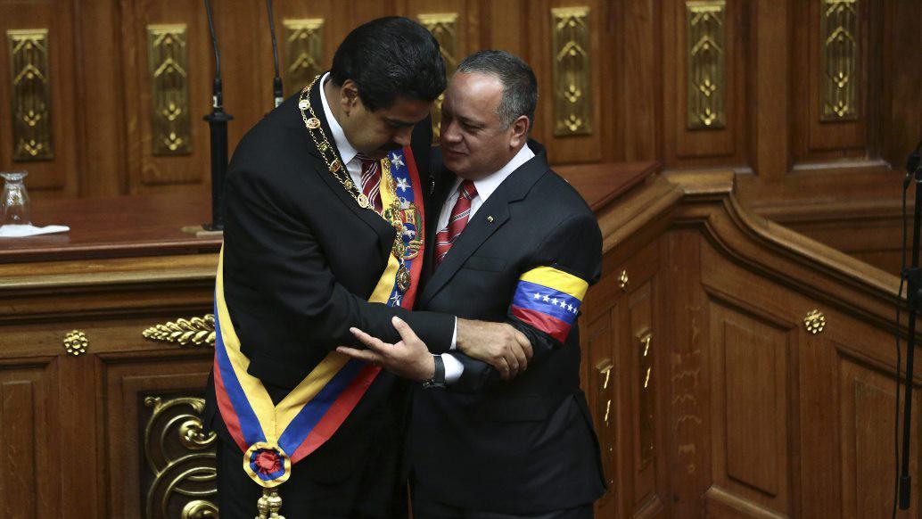 Nicolás Maduro a Diosdado Cabello