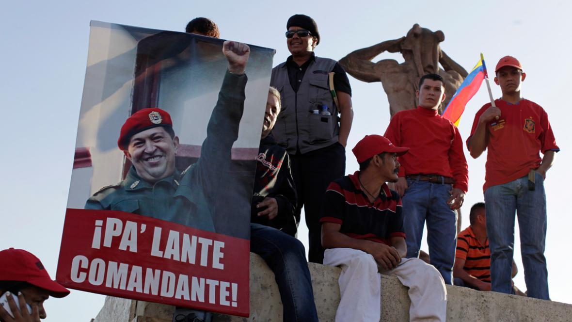 Davy Venezuelanů se loučí se zesnulým prezidentem Chávezem