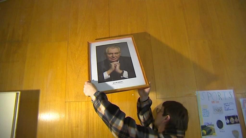 Školy věší portréty prezidenta Zemana