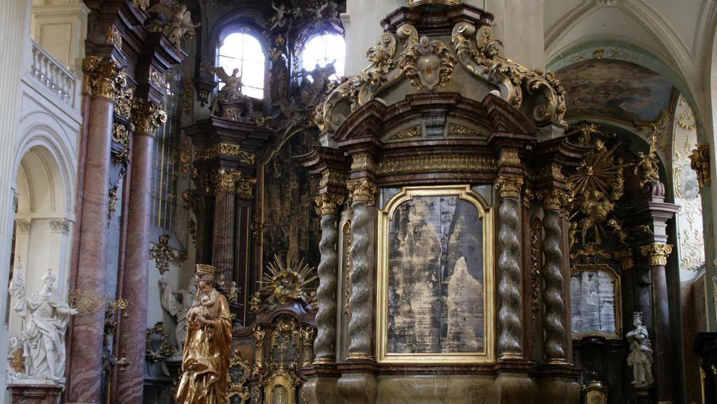Obrazy Patrika Hábla v kostele Nejsvětějšího Salvátora