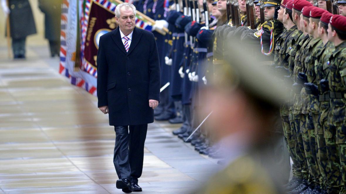 Vojenská přehlídka na třetím nádvoří Pražského hradu