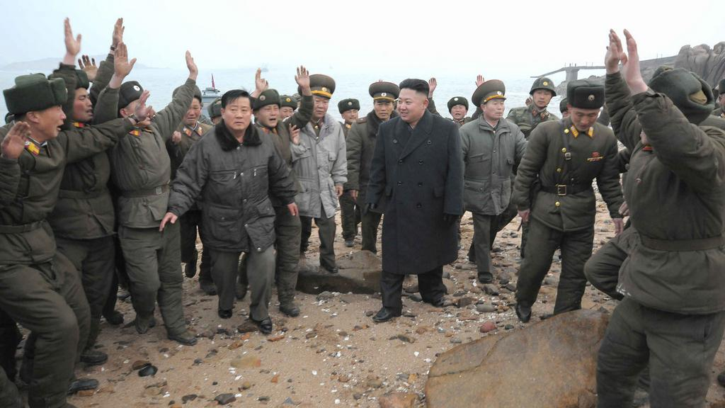 Kim Čong-un mezi vojáky