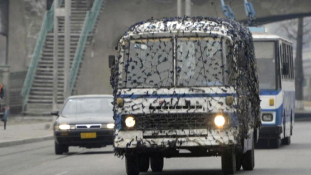 V Pchjongjangu jezdí maskované autobusy