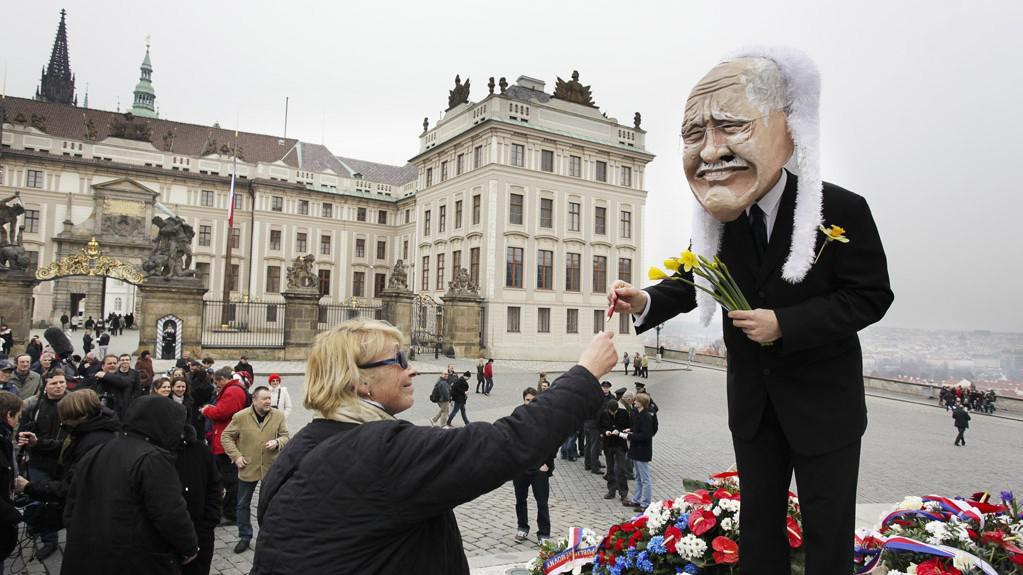 Happening na Hradčanském náměstí