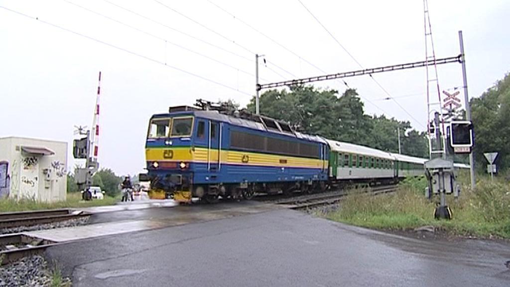 Vlak na nefunkčním přejezdu