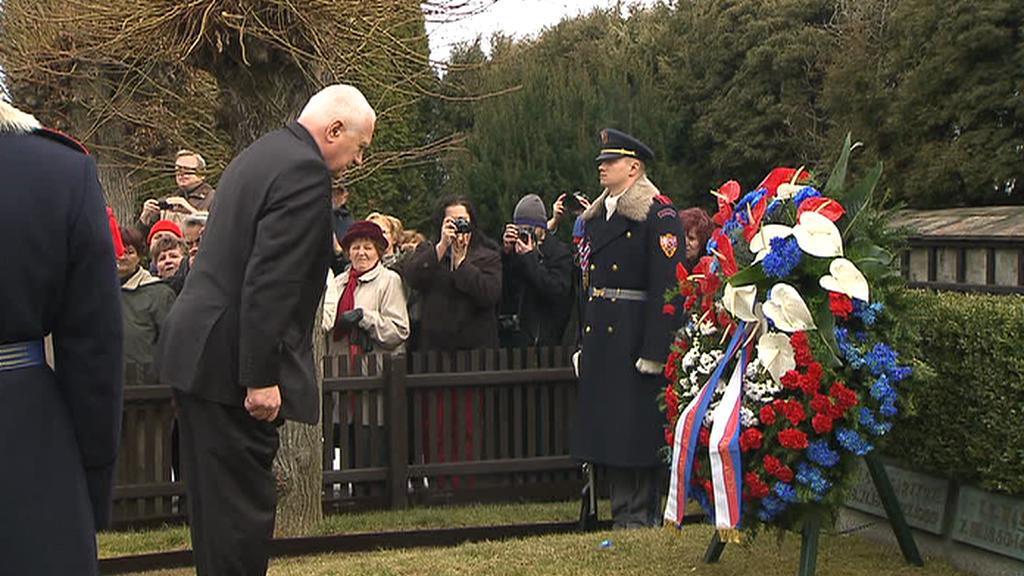 Václav Klaus u hrobu Tomáše Garrigua Masaryka