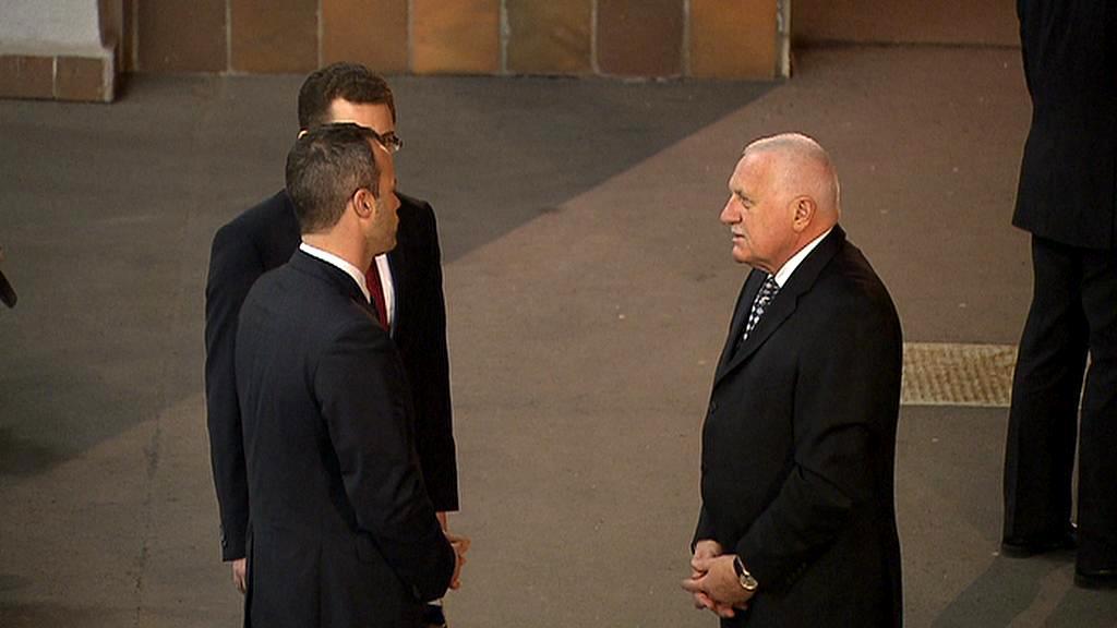 Václav Klaus přichází do České televize