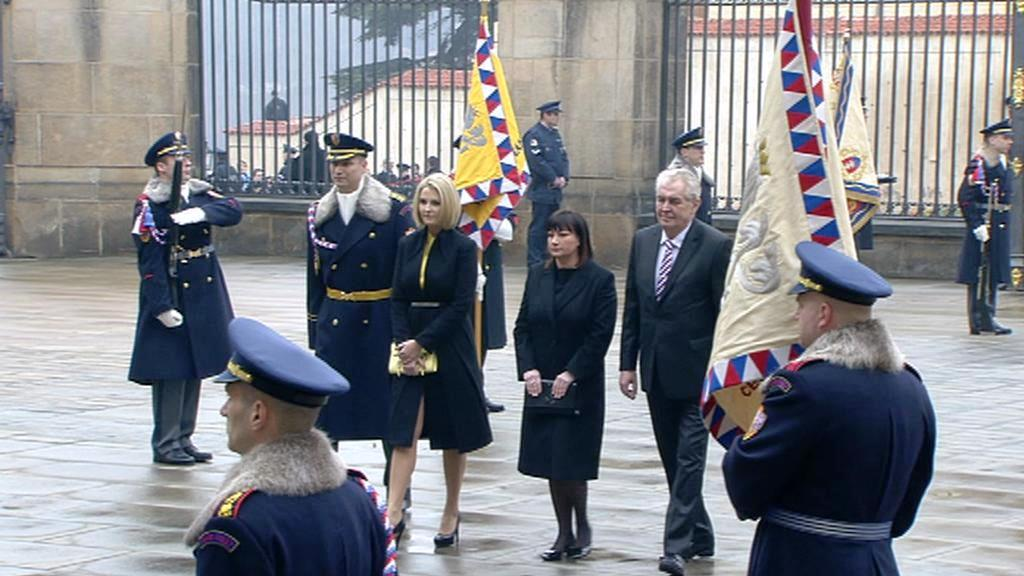 Zeman míří s rodinou na inauguraci