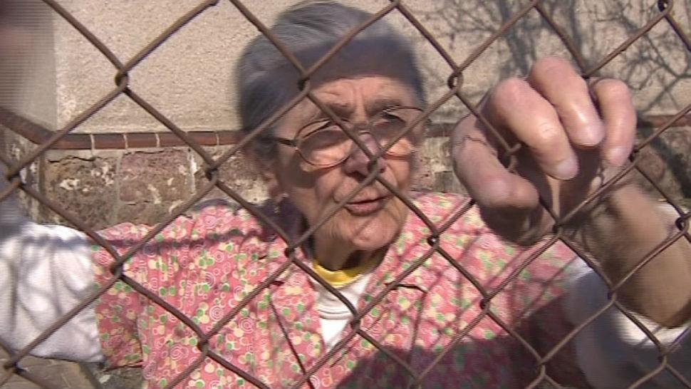 Marie Mazalová bydlí naproti vile už přes padesát let