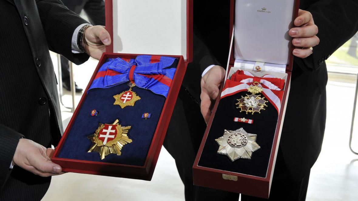 Řád bílého lva a Řád bílého dvojkříže