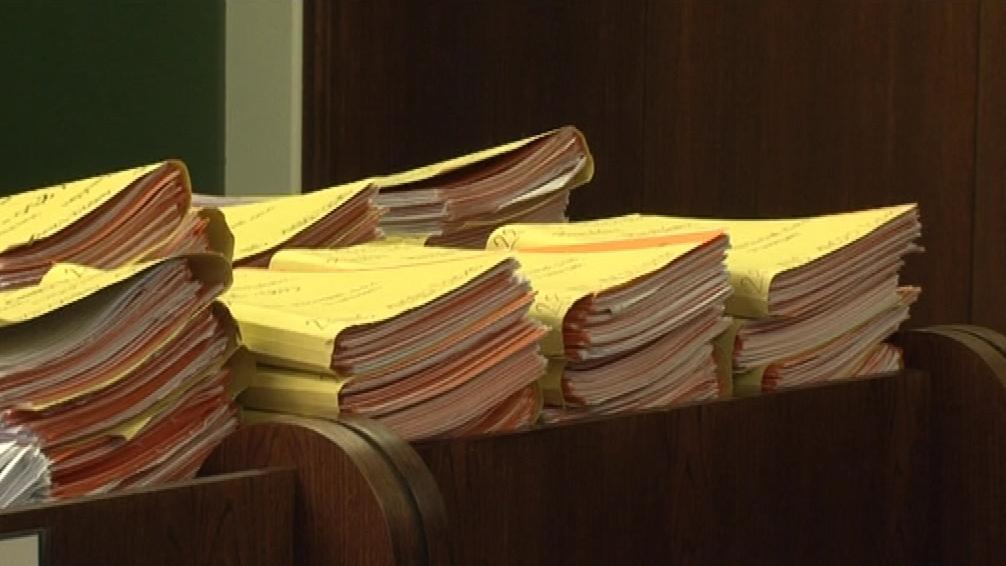 Insolvenční správkyně musí projít spisy skoro tisícovky věřitelů