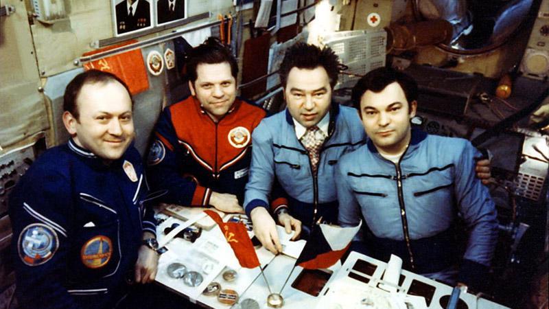 Vladimír Remek s kosmonauty