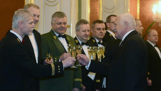 Václav Klaus se loučí s armádou