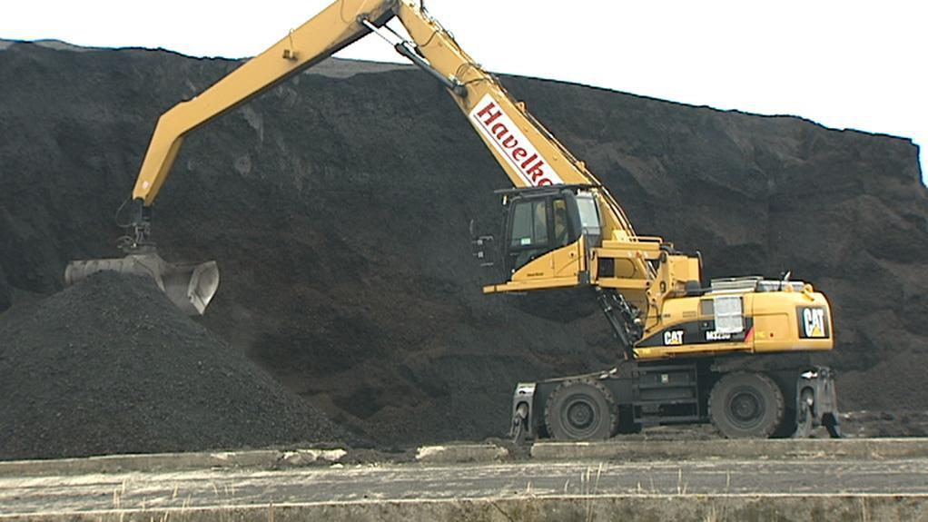 Skládka uhlí v Dymokurech