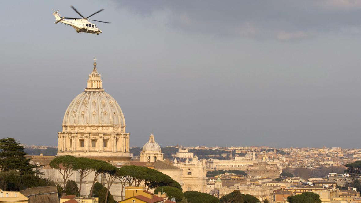 Benedikt XVI. opouští Vatikán