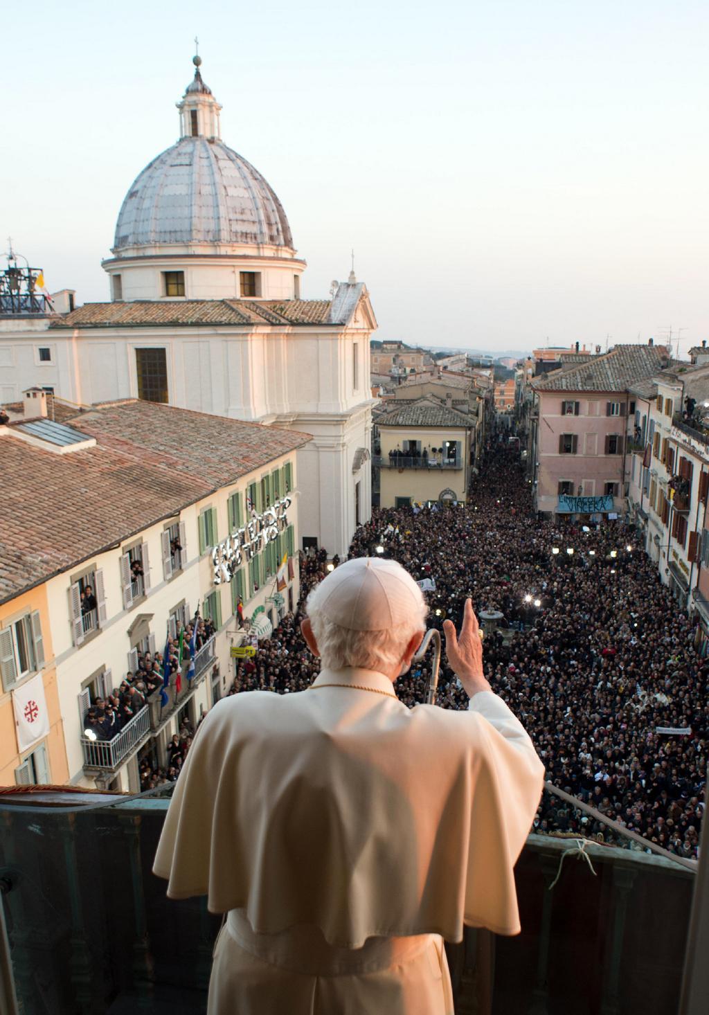 Poslední požehnání Benedikta XVI. v Castel Gandolfo