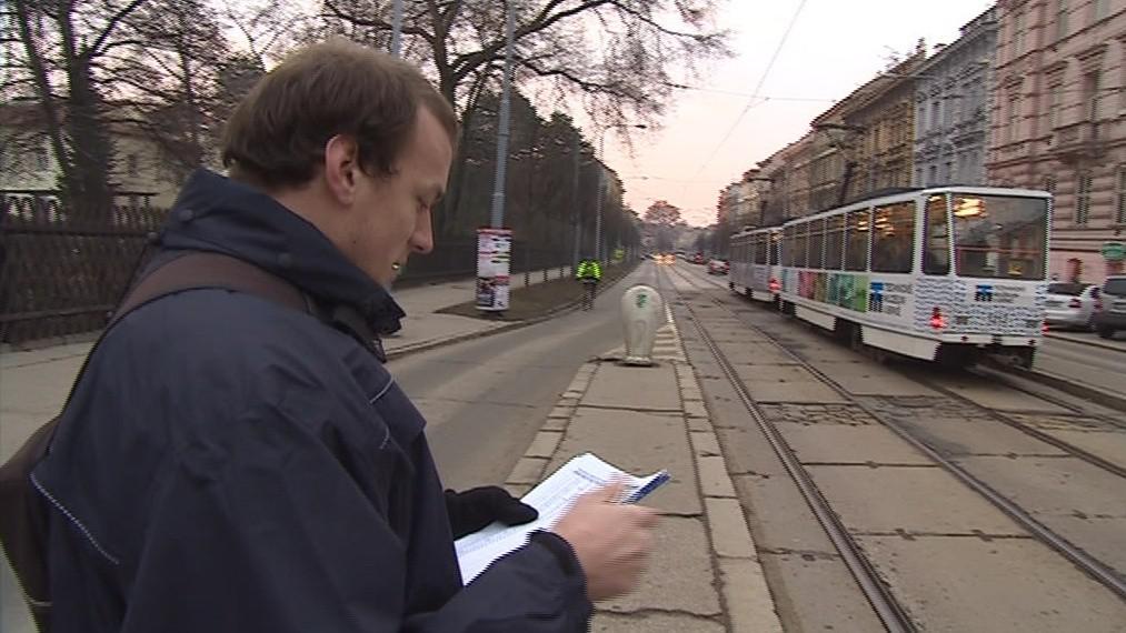 Průzkumníci hlídají dopravu na brněnských zastávkách