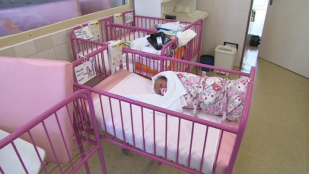 Dítě z babyboxu v nemocnici