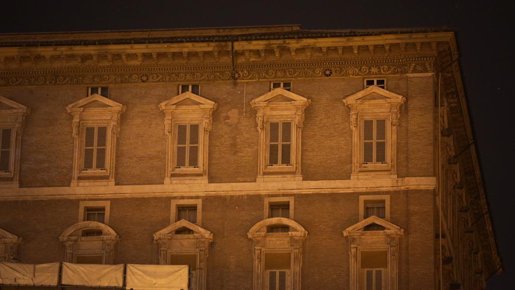 Ve 20:00 světlo v bývalém apartmá Benedikta XVI. zhaslo