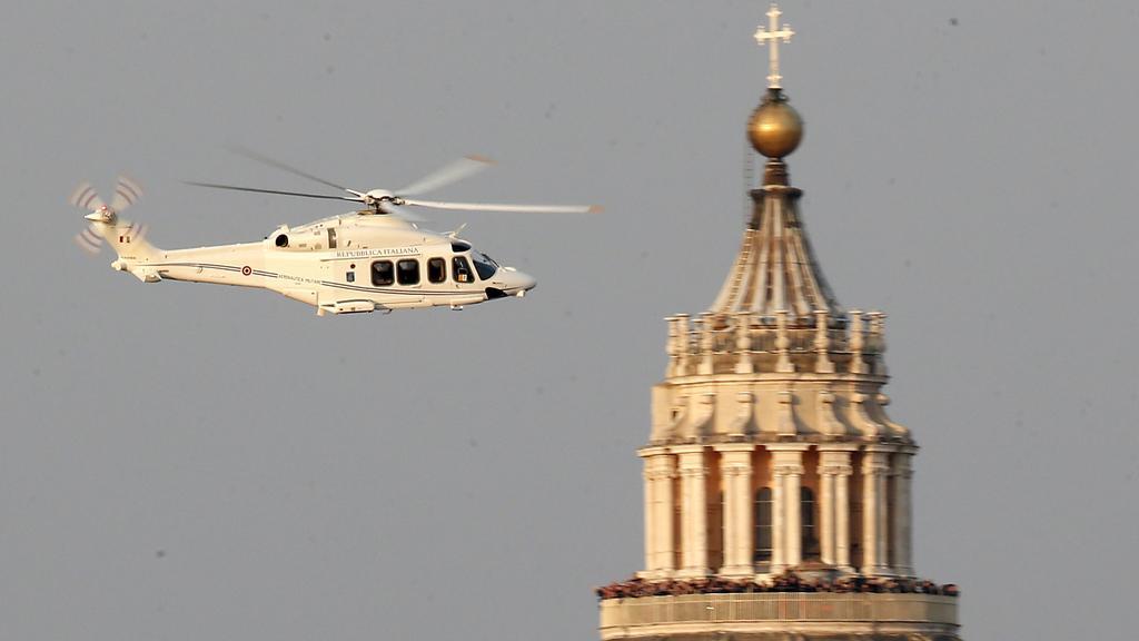 Benedikt XVI. odlétá z Vatikánu