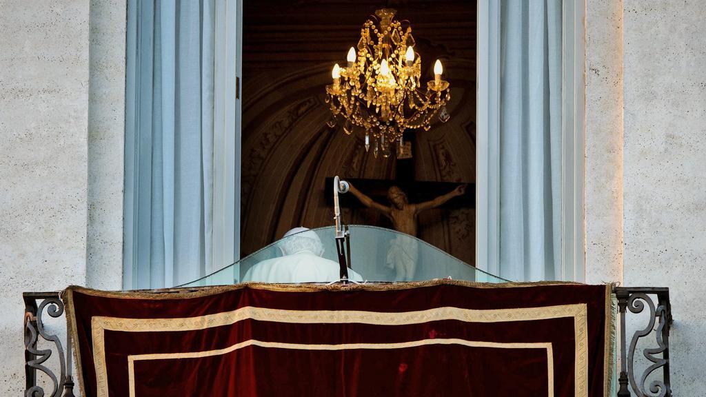 Benedikt XVI. se naposledy rozloučil s věřícími