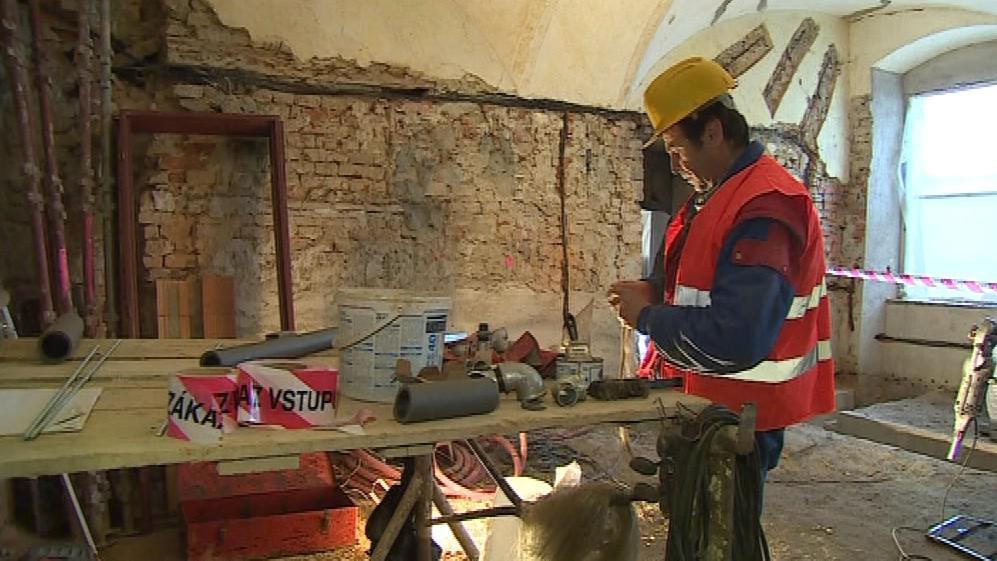 Dělníci na rekonstrukci pracují i v zimním období