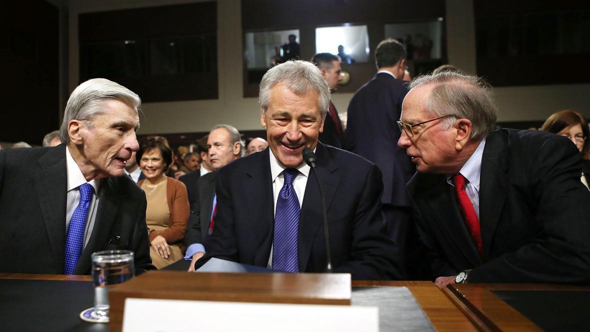 Budoucí ministr obrany Chuck Hagel (uprostřed)