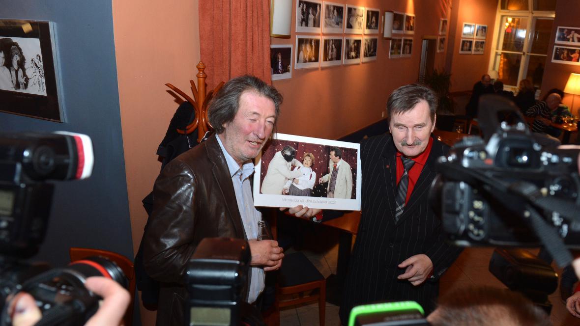 Jef Kratochvil s jednou z fotografií