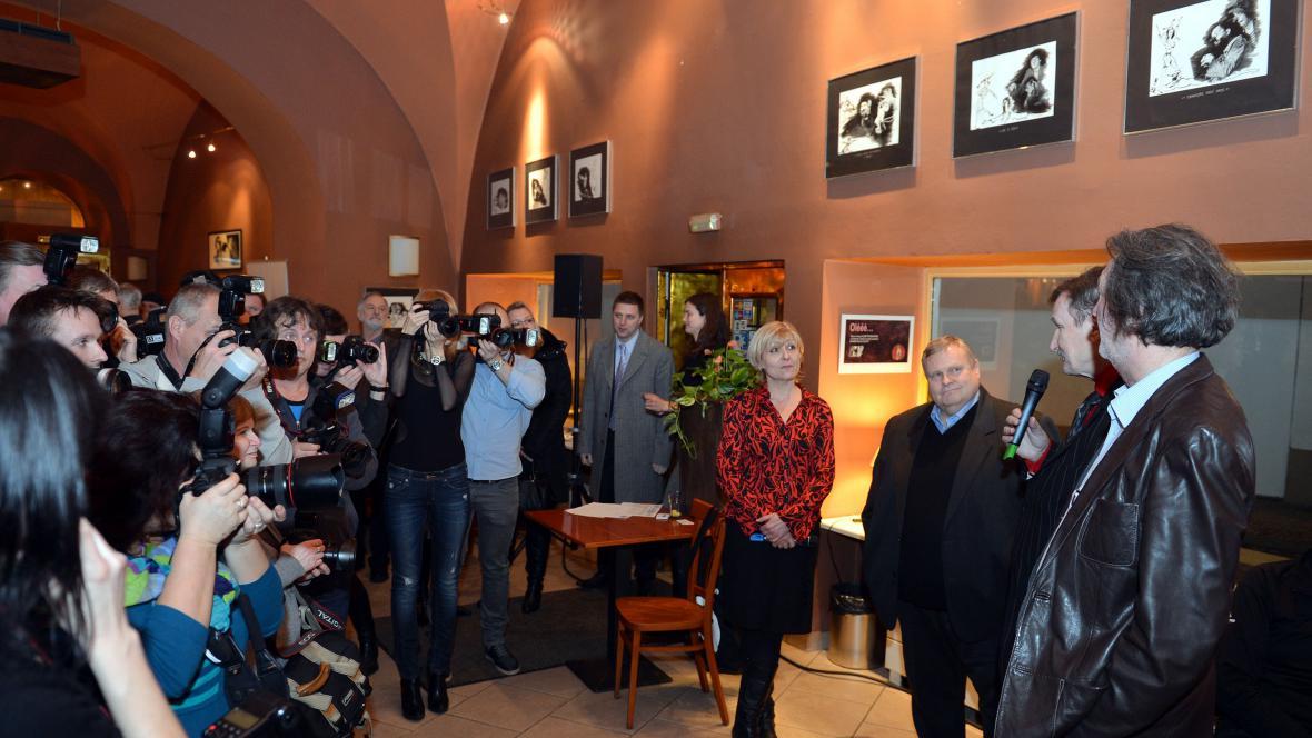 Vernisáže se kromě fotografa zúčastnil i Bolek Polívka