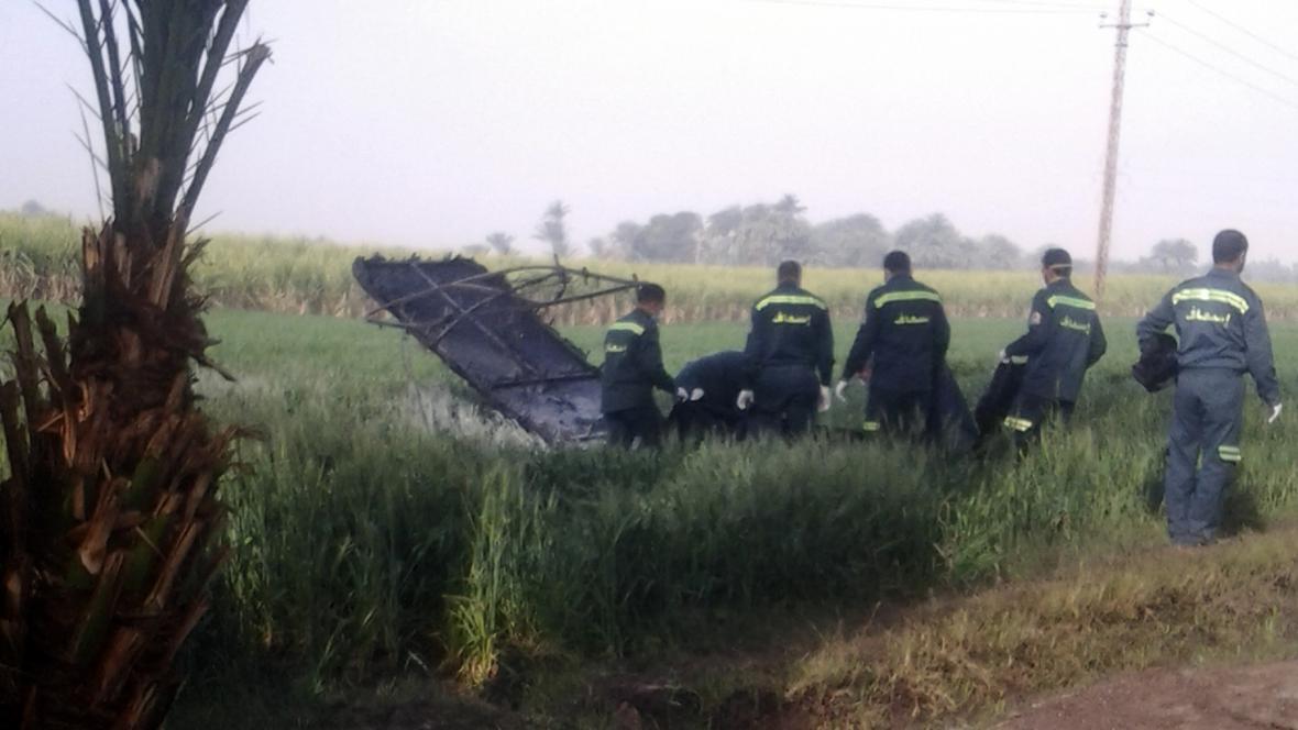 Záchranáři na místě nehody balonu