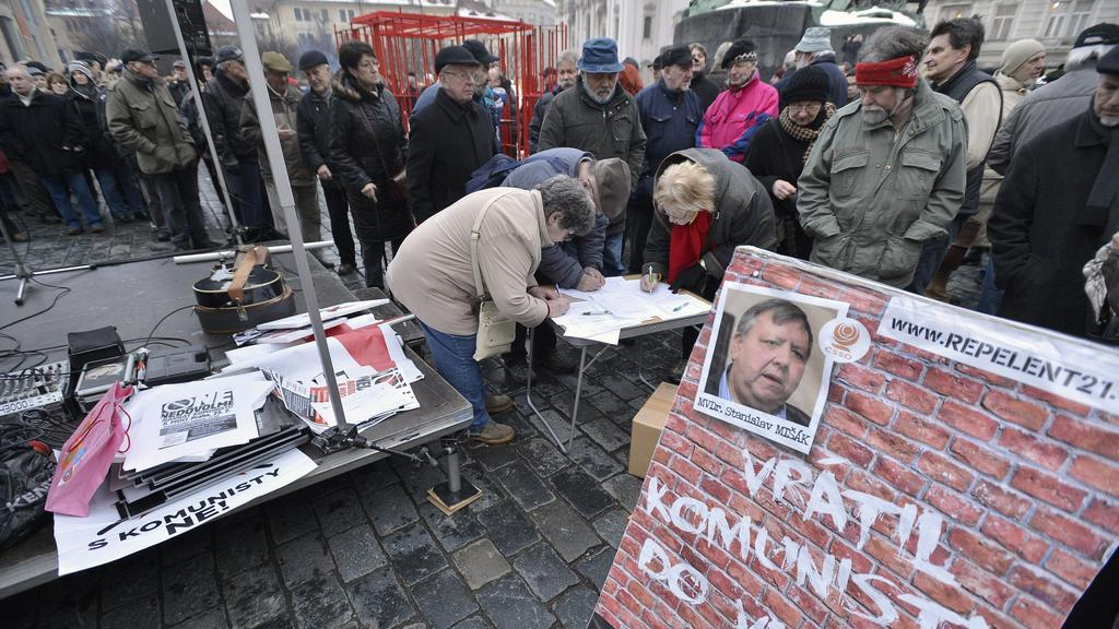 Demonstrace proti KSČM na Staroměstském náměstí