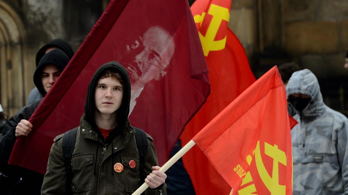 Svaz mladých komunistů Československa u hrobu Klementa Gottwalda