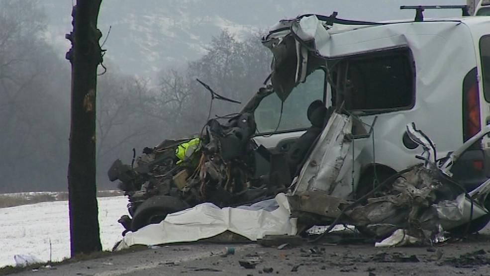 Řidič po střetu s kamionem zemřel