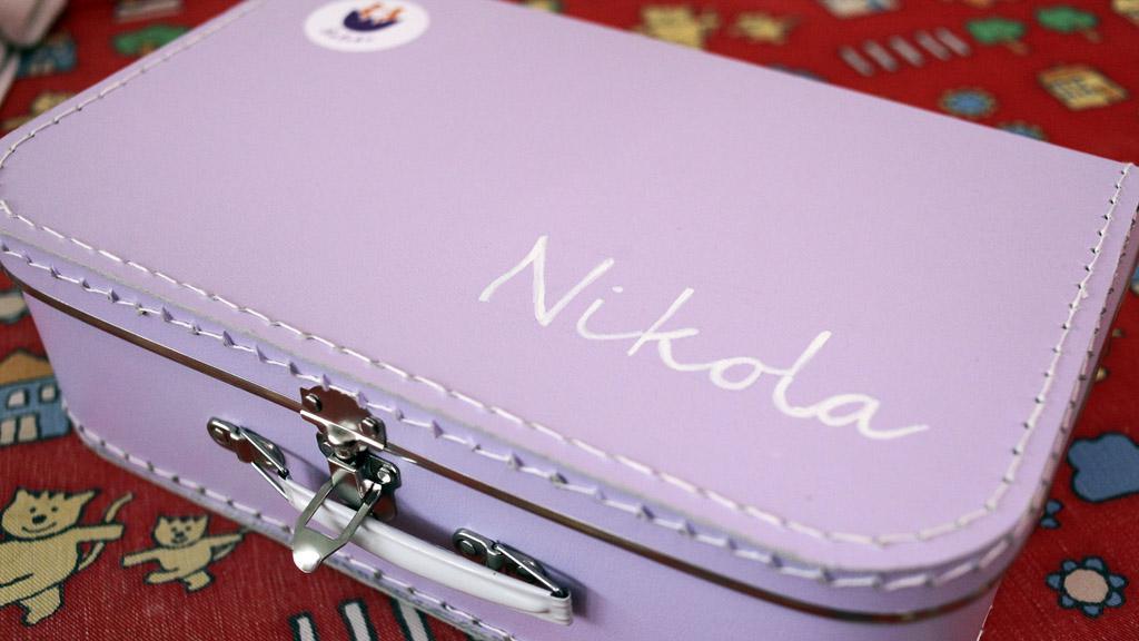 Kufřík osobních věcí pro dítě v kojeneckém ústavu