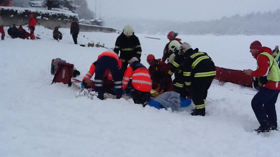 Záchranáři a hasiči cvičili záchranu lidí z ledové vody