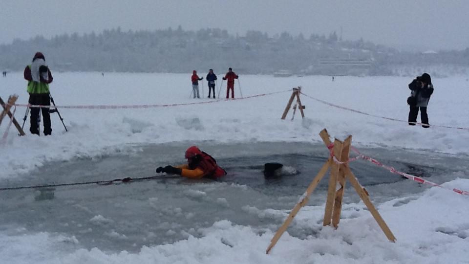 Profesionálové se učili, jak pomoct topícím se v zimě