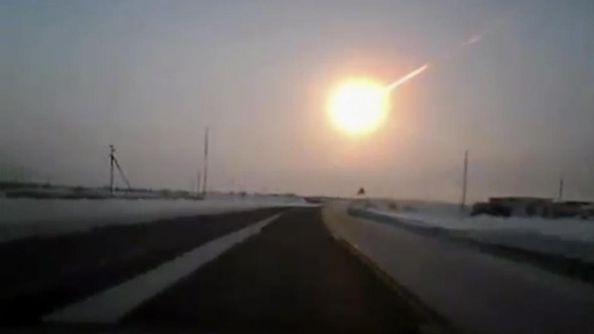 Ohnivká koule nad Čeljabinskem